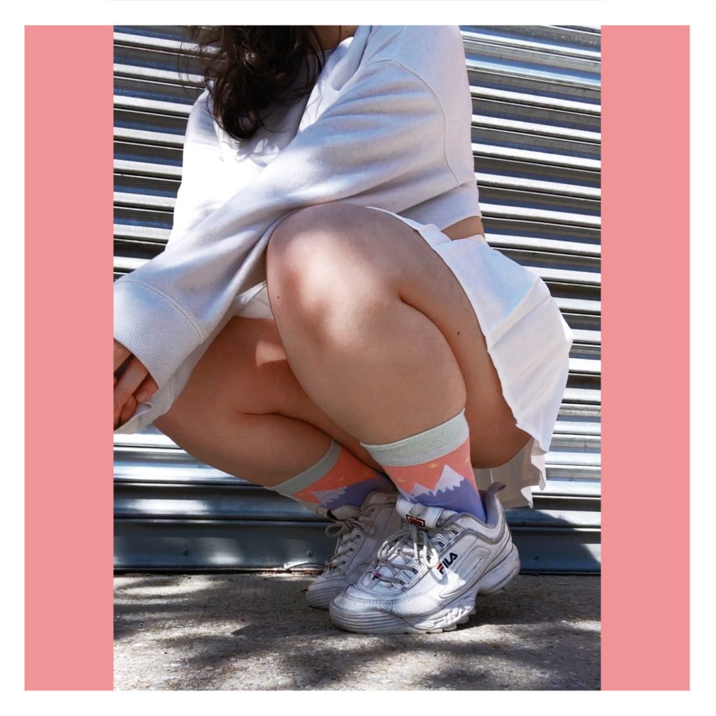 Sugashi white skirt wearing mountain socks